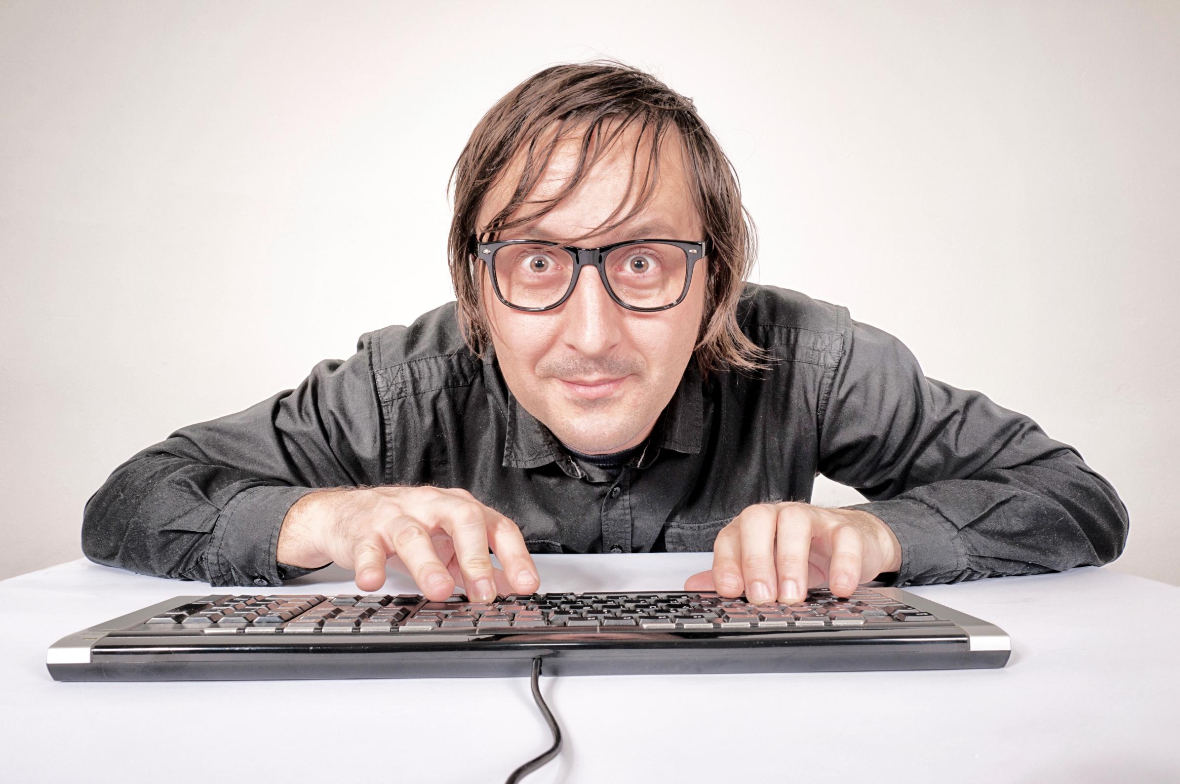 Картинка смешной человек за компьютером